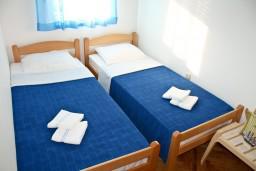 Спальня. Черногория, Игало : Апартамент с отдельной спальней около Блатна плажа