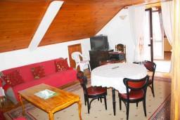 Гостиная. Черногория, Мельине : Апартамент для 7 человек с двумя отдельными спальнями, с балконом и видом на море