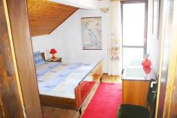Спальня. Черногория, Мельине : Апартамент для 7 человек с двумя отдельными спальнями, с балконом и видом на море
