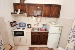 Кухня. Черногория, Игало : Апартамент с отдельной спальней, с террасой