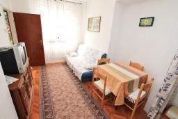 Гостиная. Черногория, Игало : Апартамент с отдельной спальней, с террасой