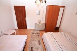 Спальня. Черногория, Игало : Апартамент с отдельной спальней, с террасой