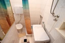 Ванная комната. Черногория, Игало : Апартамент с отдельной спальней, с террасой
