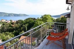 Вид на море. Черногория, Герцег-Нови : Апартаментс отдельной спальней, с балконом с шикарным видом на море