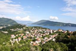 Вид. Черногория, Герцег-Нови : Апартаментс отдельной спальней, с балконом с шикарным видом на море