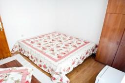 Спальня 2. Черногория, Игало : Апартамент на 5 человек, 2 отдельных спальни, с террасой