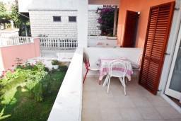 Терраса. Черногория, Игало : Апартамент на 5 человек, 2 отдельных спальни, с террасой