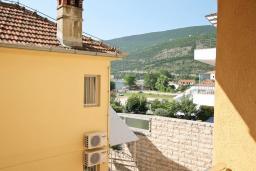 Вид. Черногория, Игало : Апартамент с отдельной спальней рядом  с детским пляжем