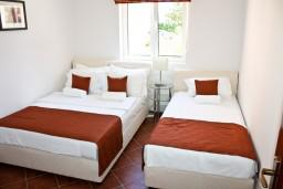 Спальня. Черногория, Баошичи : Апартамент с отдельной спальней, на вилле с бассейном