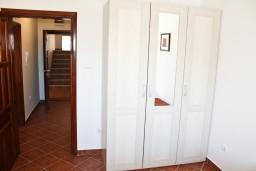 Коридор. Черногория, Баошичи : Апартамент с отдельной спальней, на вилле с бассейном