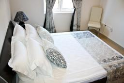 Bed room. Montenegro, Baosici : Apartment with 3 bedrooms in Baosici