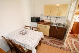 Кухня. Черногория, Колашин : Уютный дом в Колашине с 2-мя отдельными спальнями и с террасой.
