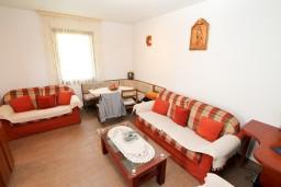 Гостиная. Черногория, Колашин : Маленький уютный дом в Колашине