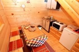 Кухня. Черногория, Колашин : Деревянный дом в Колашине с 2-мя отдельными спальнями