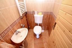 Туалет. Черногория, Колашин : Деревянный дом в Колашине с 2-мя отдельными спальнями