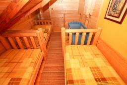Спальня 2. Черногория, Колашин : Деревянный дом в Колашине с 2-мя отдельными спальнями