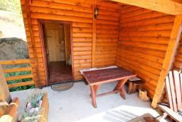 Терраса. Черногория, Колашин : Деревянный дом в Колашине с 2-мя отдельными спальнями