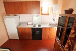 Кухня. Черногория, Колашин : Уютный 2-х этажный домик в Колашине с 3-мя отдельными спальнями.