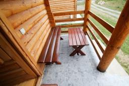 Терраса. Черногория, Колашин : Деревянный 2-х этажный дом с отдельной спальней на втором этаже в Колашине