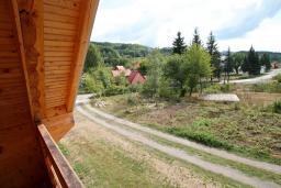 Вид. Черногория, Колашин : Деревянный 2-х этажный дом с отдельной спальней на втором этаже в Колашине