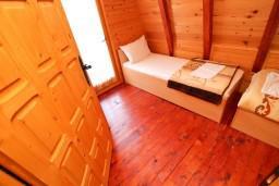 Спальня. Черногория, Колашин : Уютный домик с 2 спальнями в Колашине рядом с горнолыжным центром