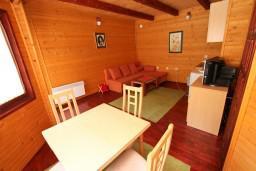 Гостиная. Черногория, Колашин : Уютный домик с 2 спальнями в Колашине рядом с горнолыжным центром