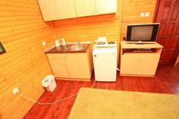 Кухня. Черногория, Колашин : Уютный домик с 2 спальнями в Колашине рядом с горнолыжным центром