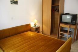 Черногория, Баошичи : Студия для 3 человек с отдельной спальней