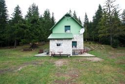 Фасад дома. Черногория, Жабляк : Уютный дом с отдельной спальней на Жабляке