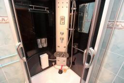 Ванная комната. Черногория, Жабляк : Уютный дом с отдельной спальней на Жабляке