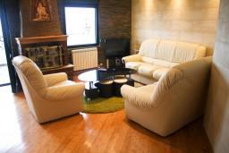 Гостиная. Черногория, Жабляк : Апартамент для 6-8 человек, 2 отдельных спальни, Жабляк, Черногория.