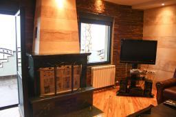 Гостиная. Черногория, Жабляк : Большой дом с 5 отдельными спальнями, Жабляк