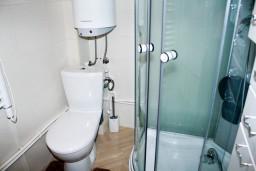 Ванная комната. Черногория, Жабляк : Просторный 2-х этажный апартамент для 5-7 человек, 2 отдельных спальни, Жабляк, Черногория.