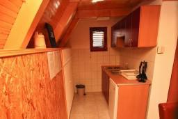 Кухня. Черногория, Жабляк : Бунгало с кухней и гостиной на первом этаже, 2-мя отдельными спальнями на втором на Жабляке