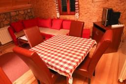 Гостиная. Черногория, Жабляк : Бунгало с кухней и гостиной на первом этаже, 2-мя отдельными спальнями на втором на Жабляке