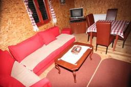 Гостиная. Черногория, Жабляк : Бунгало с кухней и гостиной на первом этаже, 2-мя отдельными спальнями на втором, Жабляк