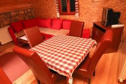 Гостиная. Черногория, Жабляк : Бунгало с кухней и гостиной на первом этаже, 2-мя отдельными спальнями на втором, Жабляк, Черногория.
