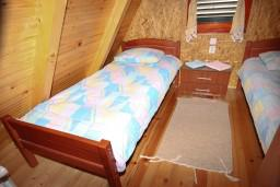 Спальня 2. Черногория, Жабляк : Бунгало с кухней и гостиной на первом этаже, 2-мя отдельными спальнями на втором, Жабляк, Черногория.