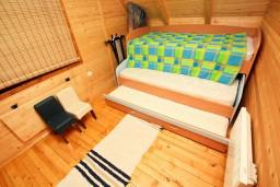 Спальня. Черногория, Жабляк : Уютный 2-х этажный деревянный дом,2 отдельных спальни