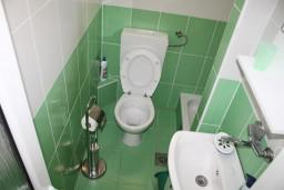 Ванная комната. Черногория, Баошичи : Студия в Баошичи с балконом и видом на море
