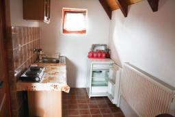 Кухня. Черногория, Жабляк : Бунгало с двумя отдельными спальнями, Жабляк, Черногория.