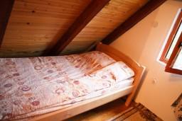Спальня 2. Черногория, Жабляк : Бунгало с двумя отдельными спальнями на Жабляке.