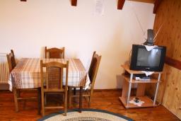 Гостиная. Черногория, Жабляк : Бунгало с двумя отдельными спальнями, Жабляк, Черногория.