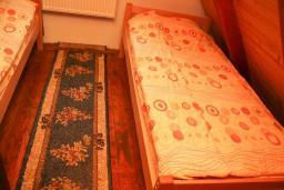 Спальня. Черногория, Жабляк : Бунгало с двумя отдельными спальнями, Жабляк, Черногория.