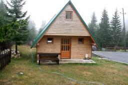 Фасад дома. Черногория, Жабляк : Бунгало с двумя отдельными спальнями, Жабляк, Черногория.
