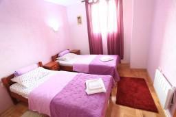 Спальня. Черногория, Жабляк : Современный дом с 4-мя отдельными спальнями на Жабляке.