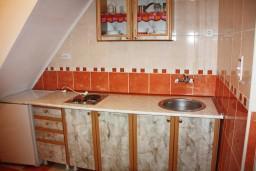 Кухня. Черногория, Радовичи : Апартамент для 4 человек с двумя отдельными спальнями и видом на сад