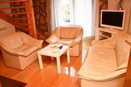 Гостиная. Черногория, Жабляк : 2-х этажный деревянный дом с 2-мя отдельными спальнями на Жабляке