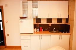 Кухня. Черногория, Жабляк : 2-х этажный деревянный дом с 2-мя отдельными спальнями на Жабляке