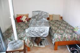 Черногория, Росе : Апартамент для 4 человек с отдельной спальней, с балконом и видом на море